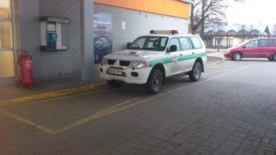 Policijos automobilio parkavimo ypatumai