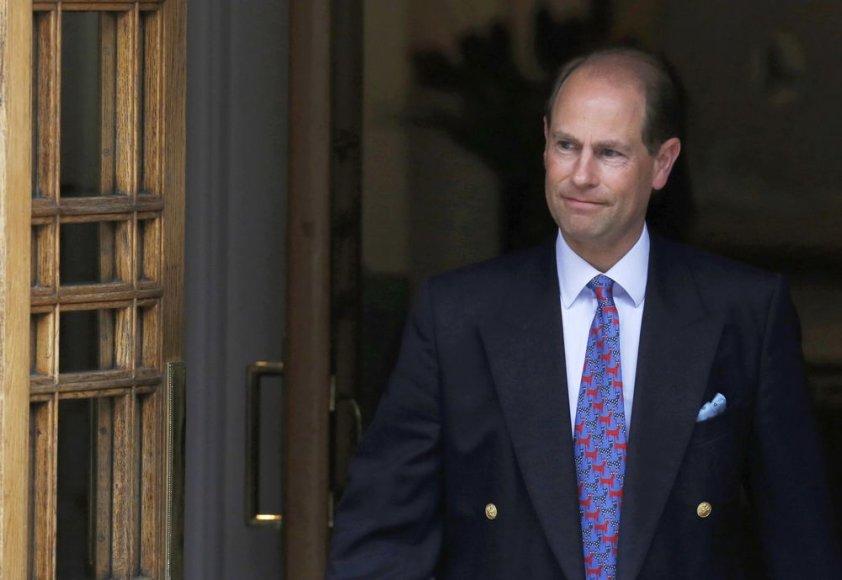 Princas Edwardas išeina iš klinikos