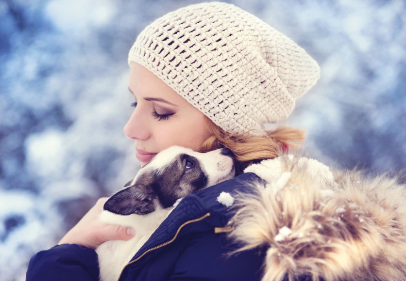 """""""Fotolia"""" nuotr./Moteris su šuniuku"""