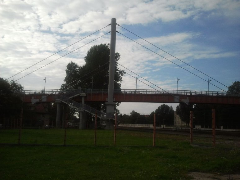 Beveik 200 tūkstančių litų kasmet tilto priežiūrai išleidžiantys geležinkelininkai pagrasino jį uždaryti.