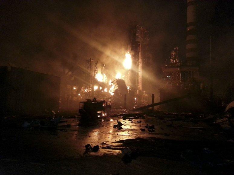 Gaisras naftos perdirbimo įmonėje Sibire