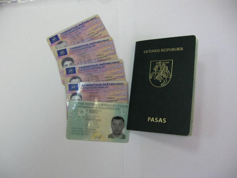 Pasas, vairuotojo pažymėjimai ir tapatybės kortelė