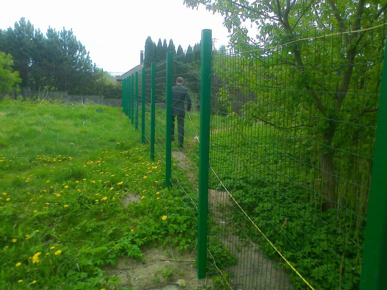 Aplinkosaugininkai pradėjo griauti neleistinas tvoras prie vandens telkinių