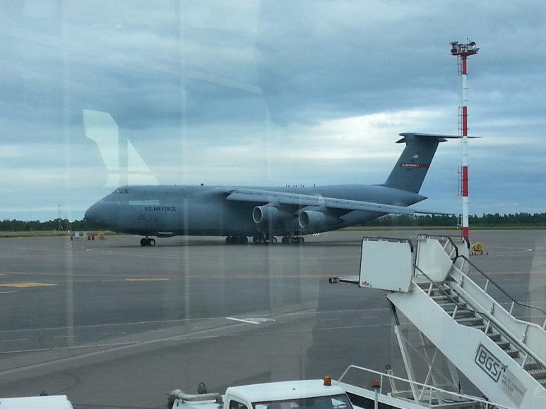 JAV karinis lėktuvas Vilniaus oro uoste