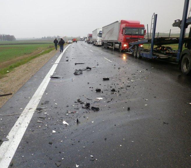"""Vilkiko ir """"Alfa Romeo"""" avarija kelyje """"Via Baltica"""""""