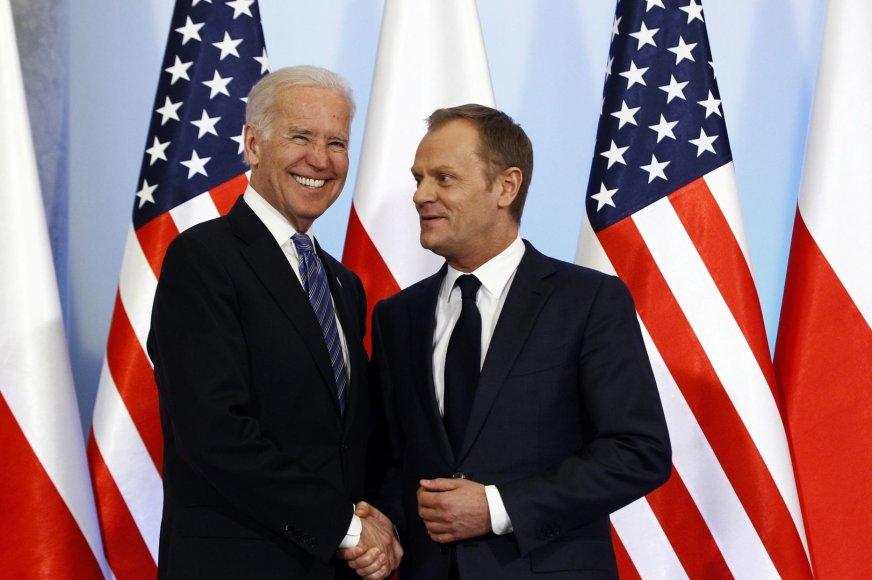 JAV viceprezidentas Joe Bidenas ir Lenkijos ministras pirmininkas Donaldas Tuskas