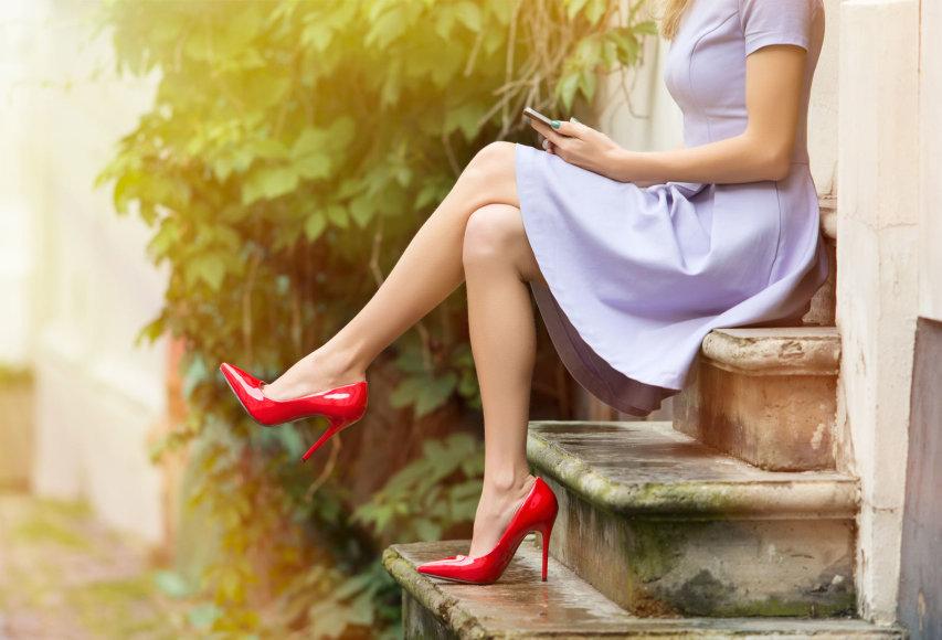 Suknelė ir aukštakulniai