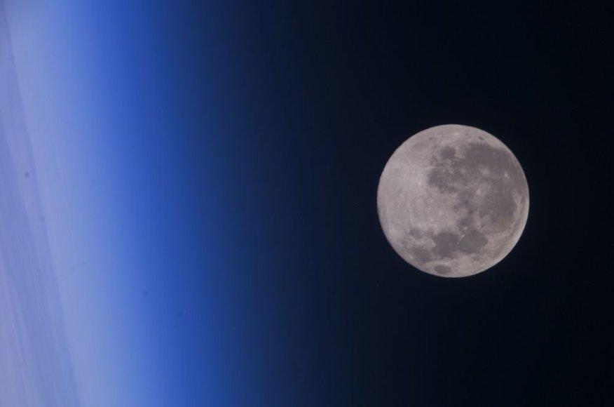 Mėnulis iš Tarptautinės kosminės stoties.