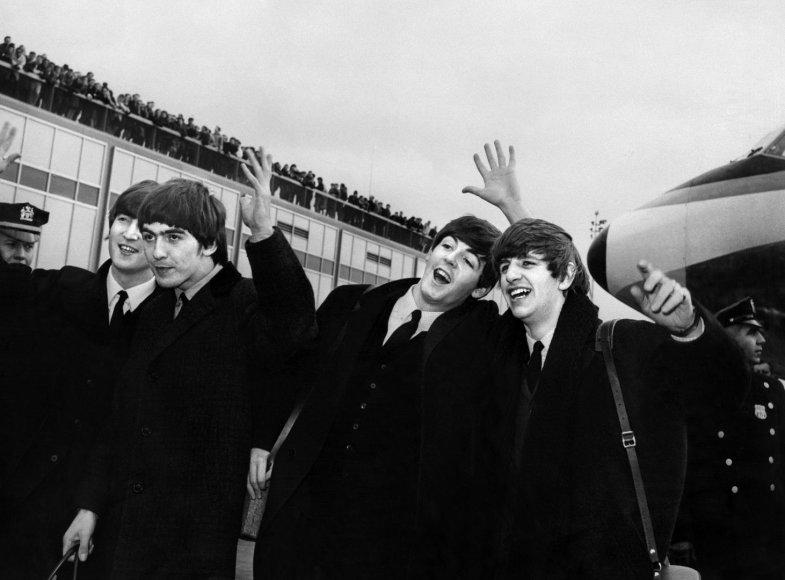 """""""The Beatles"""" (iš kairės): Johnas Lennonas, Ringo Starras, Paulas McCartney ir George'as Harrisonas"""