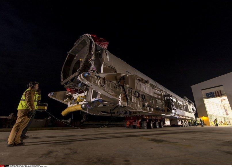 """Raketa """"Antares"""", kelianti erdvėlaivį """"Cygnus"""" su Lietuvos palydovais iš Volopo salos NASA skrydžių centro"""