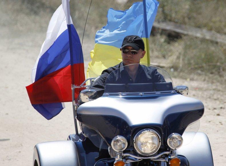 Vladimiras Putinas baikerių susitikime, Kryme. (2010 m.)