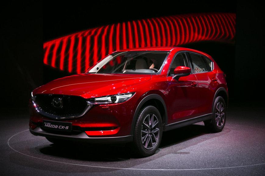 """Naujas """"Mazda CX-5"""" modelis buvo pristatytas 2017-ųjų Ženevos automobilių parodoje"""