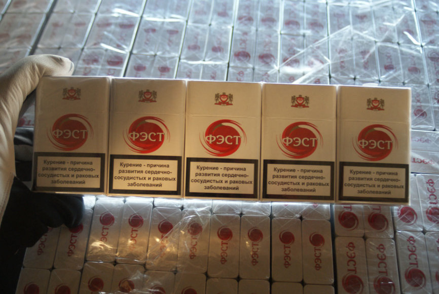 Radviliškyje iš Latvijos atvažiavusiame traukinyje aptikta 100 dėžių cigarečių