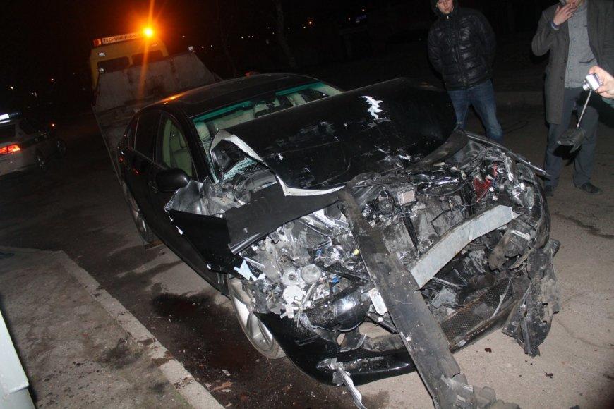 """""""Lexus"""" avarija Panevėžyje"""
