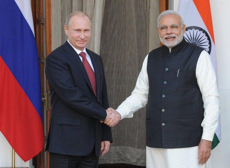 Vladimiras Putinas su Indijos premjeru Narendra Modiu Delyje