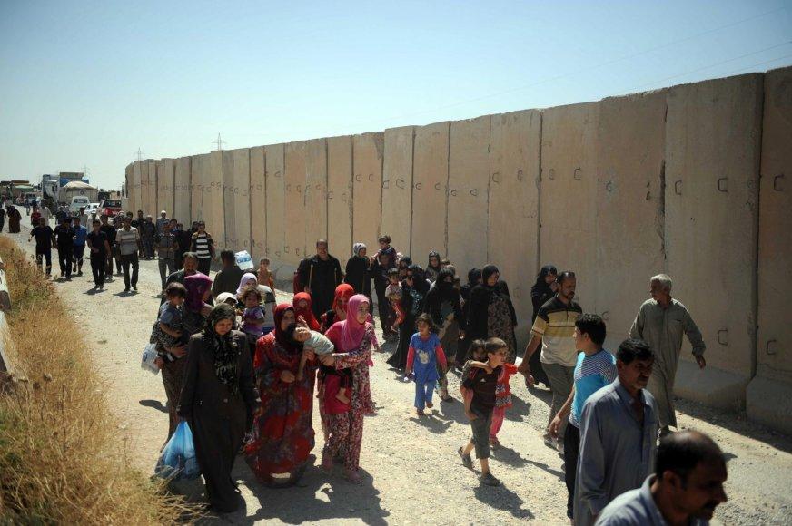 Baimindamiesie sunitų islamistų Irake žmonės bėga iš savo namų