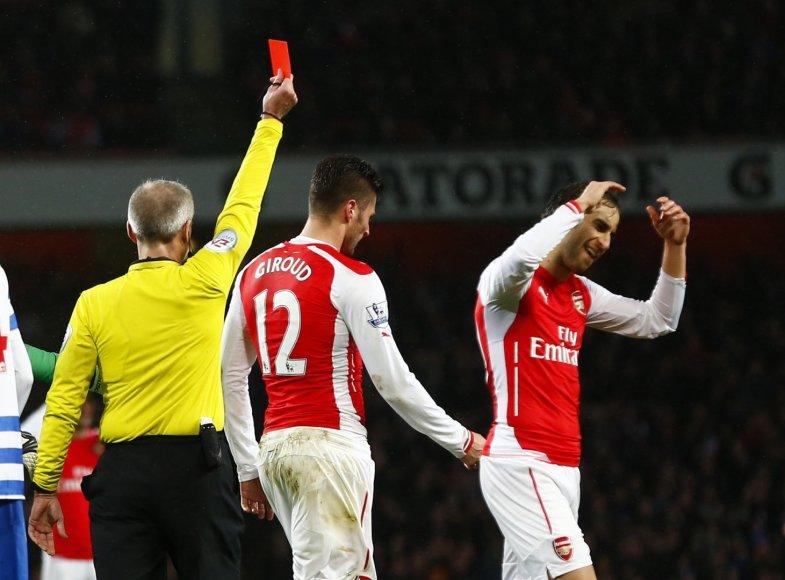 Olivier Giroud gavo raudoną kortelę