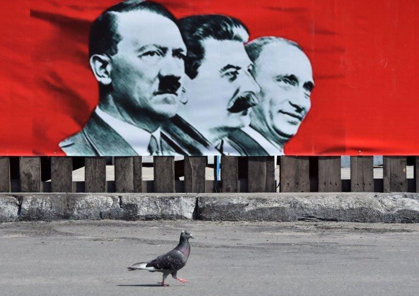 Piešinys Kijeve: A.Hitleris, J.Stalinas, V.Putinas