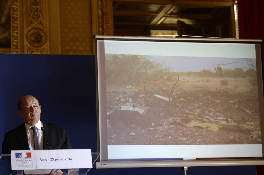 """Paviešinti vaizdai iš """"Air Algerie"""" katastrofos vietos"""