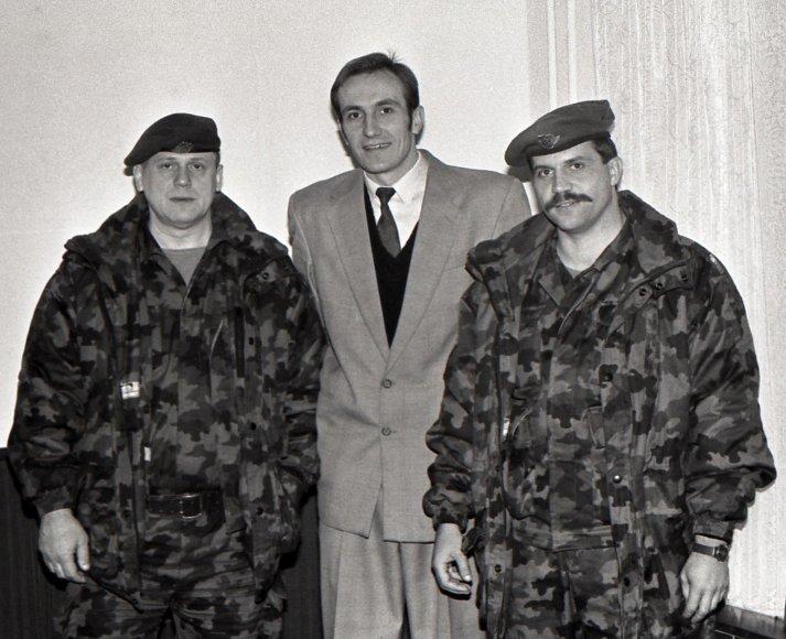 Tado Dambrausko nuotr./Česlovas Jezerskas, Algirdas Meškauskas ir Jonas Vytautas Žukas (1992 m.)
