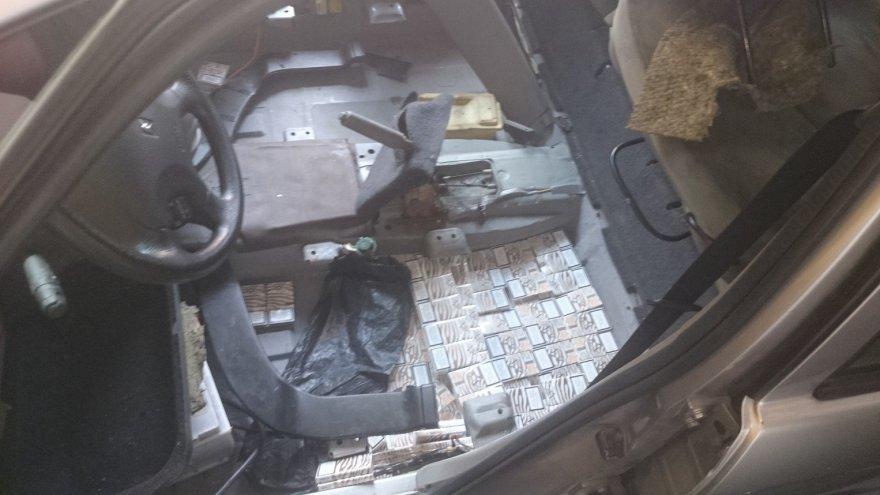 Cigarečių slėptuvė automobilio korpuse