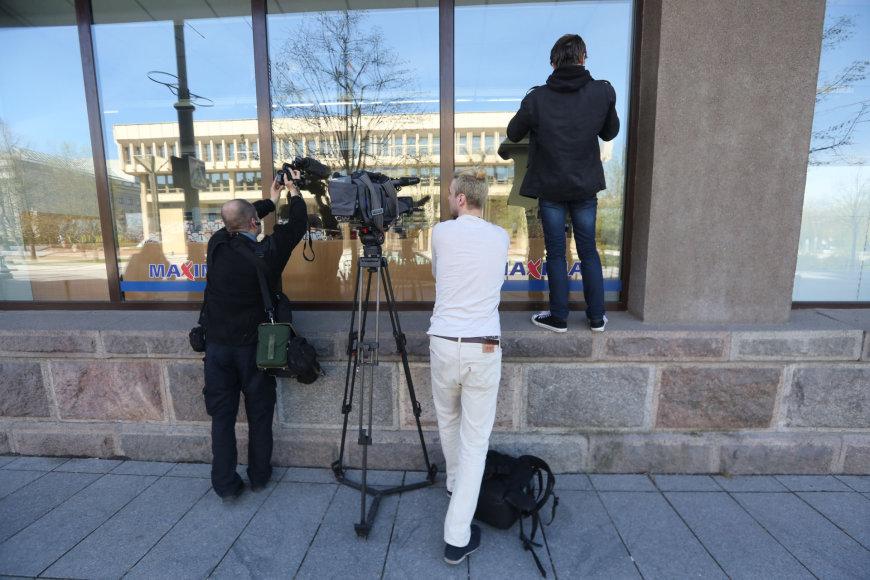 """Vilniaus """"Maximoje"""" nukrito lubų apdailos dalis"""