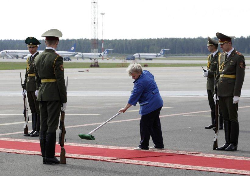 Minsko oro uoste valomas raudonas kilimas