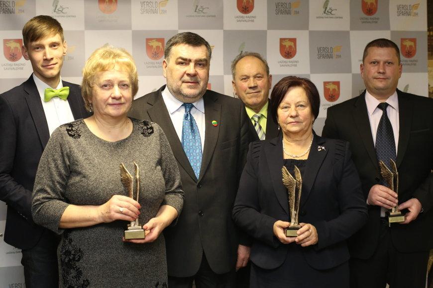 Verslo sparnai apdovanojimų Lazdijų rajone nominantai su meru A.Margeliu
