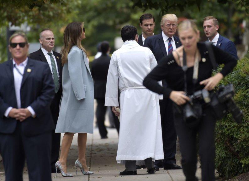 D.Trumpas Nacionalinę maldos už uragano aukas dieną atvyko į pamaldas.