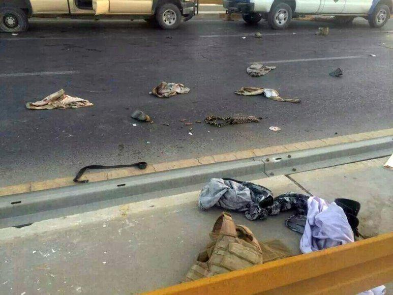 Irako pareigūnų gatvėje paliktos uniformos