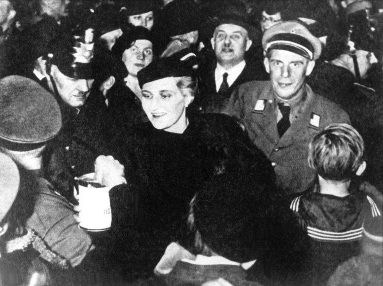 Magda Goebbels, 1933 m.