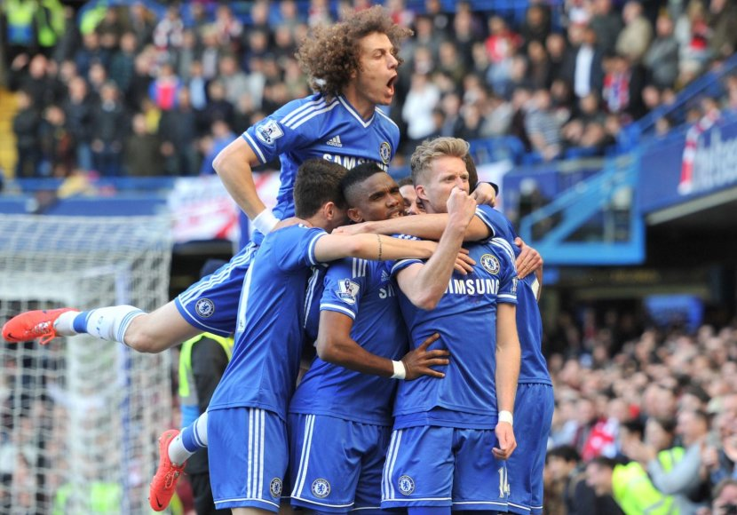 """Chelsea"" futbolininkai švenčia"