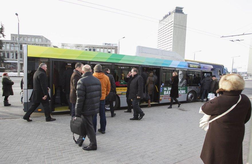 """Vilniaus gatvėmis važinės naujieji """"Solaris Urbino 12 CNG"""""""