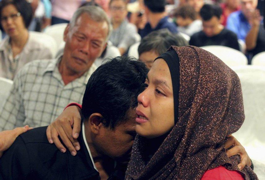 """Dignusio """"Malaysia Airlines"""" lėktuvo keleivių artimieji"""