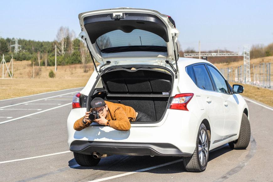 """Andrius Laucius """"Nissan Pulsar"""" bagažinėje"""