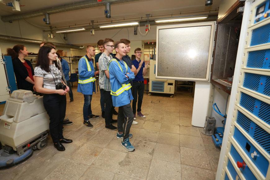 Moksleiviai lankėsi Kauno įmonėse