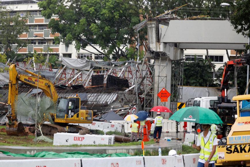 Sugriuvusi statoma kelio estakada Singapūre