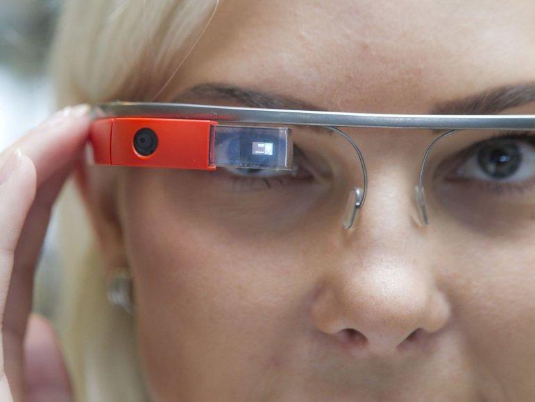 "Išmanieji akiniai ""Google Glass"""