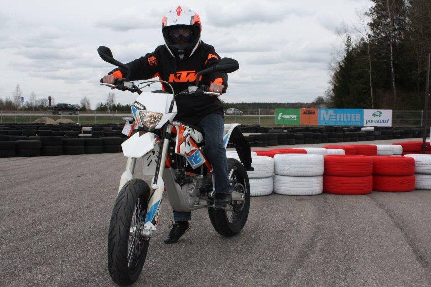 Elektra varomas KTM motociklas