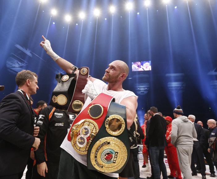 """""""Reuters""""/""""Scanpix"""" nuotr./Tysonas Fury džiaugiasi pergale"""