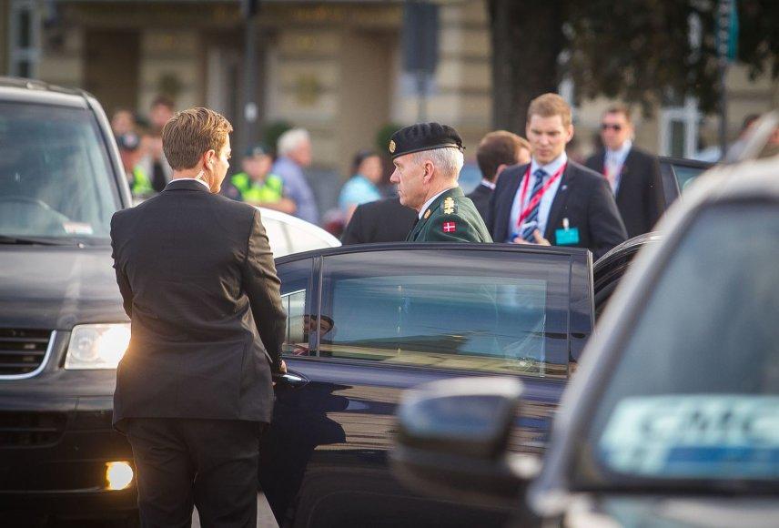 Vilnius  pasitinka NATO šalių karininkus.