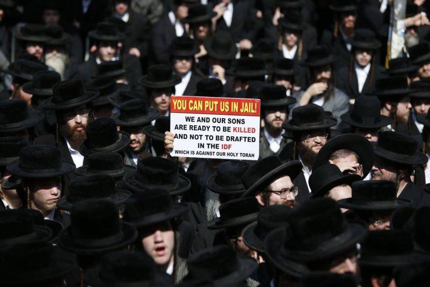 Izraelio ultraortodoksai protestavo prieš privalomąją karinę tarnybą