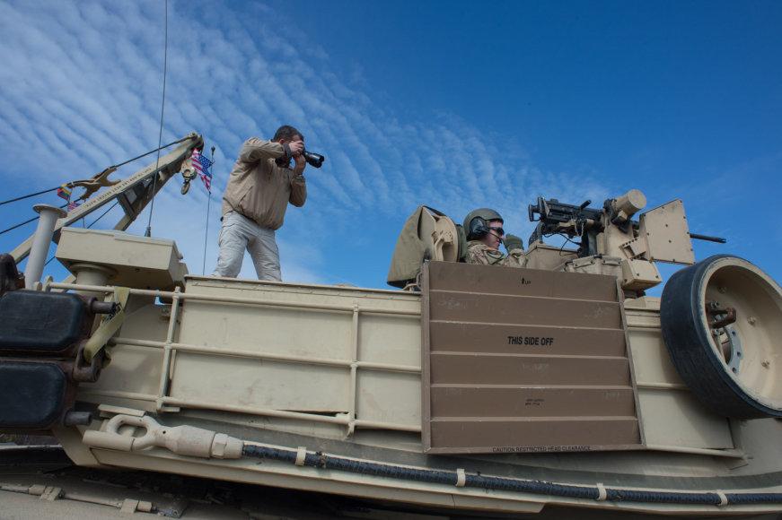 """Karinės pratybos su JAV kariuomenės tankais """"Abrams"""""""