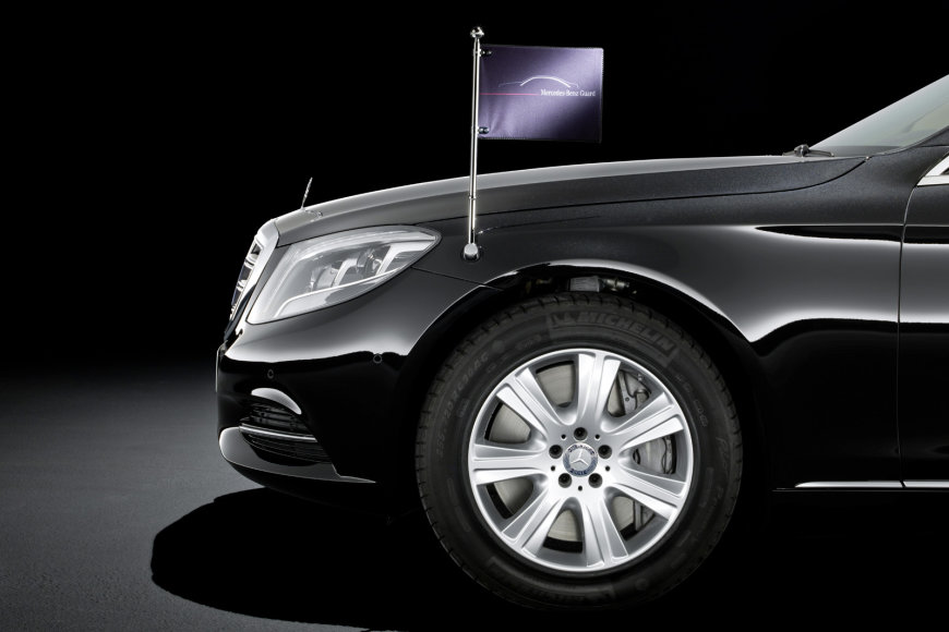 """Mercedes-Benz S600 Guard"""