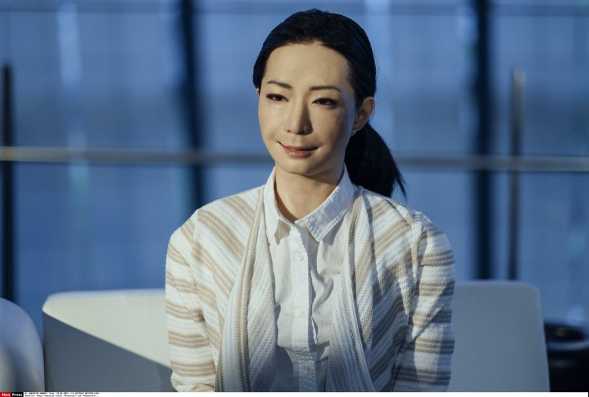 Robotas Otonaroid gali tiksliai mėkdžioti žmogaus judesius
