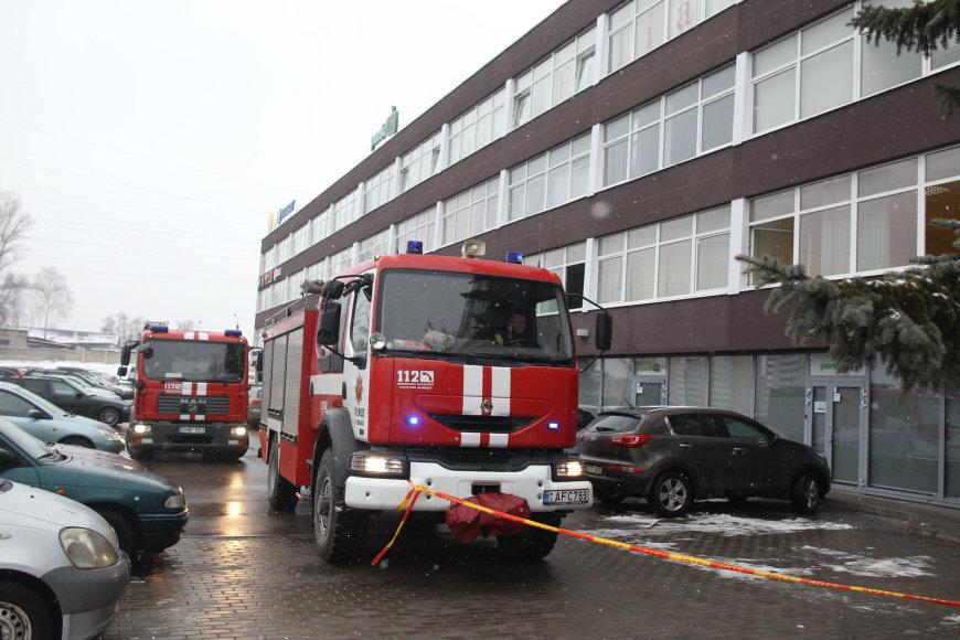 Dėl aštraus kvapo evakuoti žmonės iš biurų pastato Vilniuje.