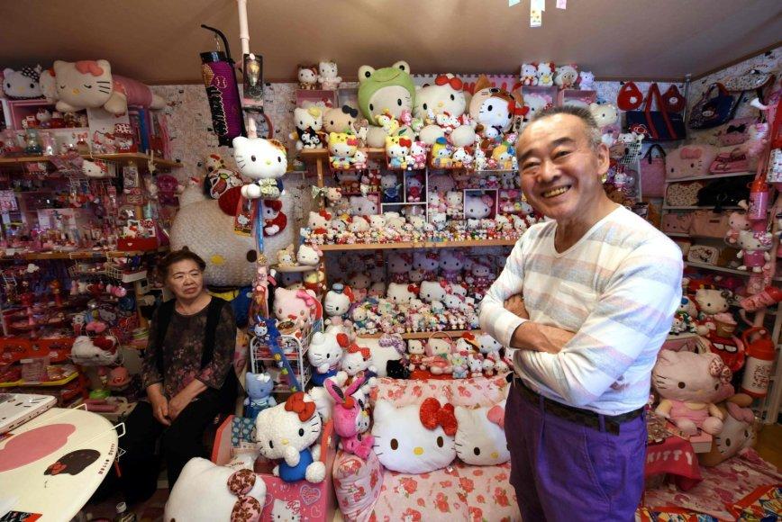 """Į pensiją išėjusiam policininkui Japonijoje priklauso didžiausia """"Hello Kitty"""" daiktų kolekcija pasaulyje"""