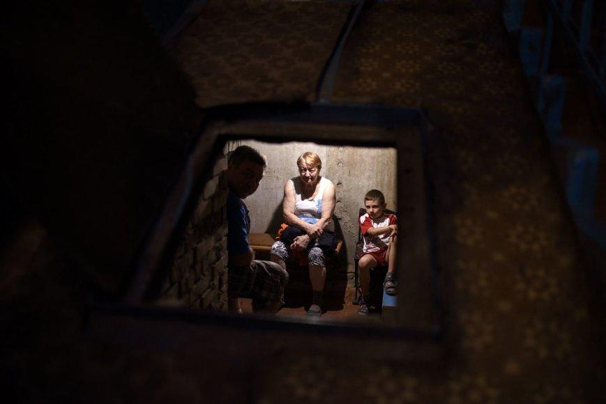 Donecke vietos gyventojai slepiasi rūsiuose.