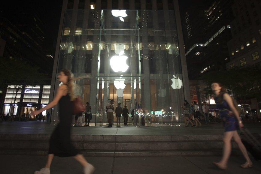 """Likus savaitei iki """"iPhone"""" pristatymo prie """"Aple"""" parduotuvės Niujorke jau buvo laukiančiųjų eilės"""