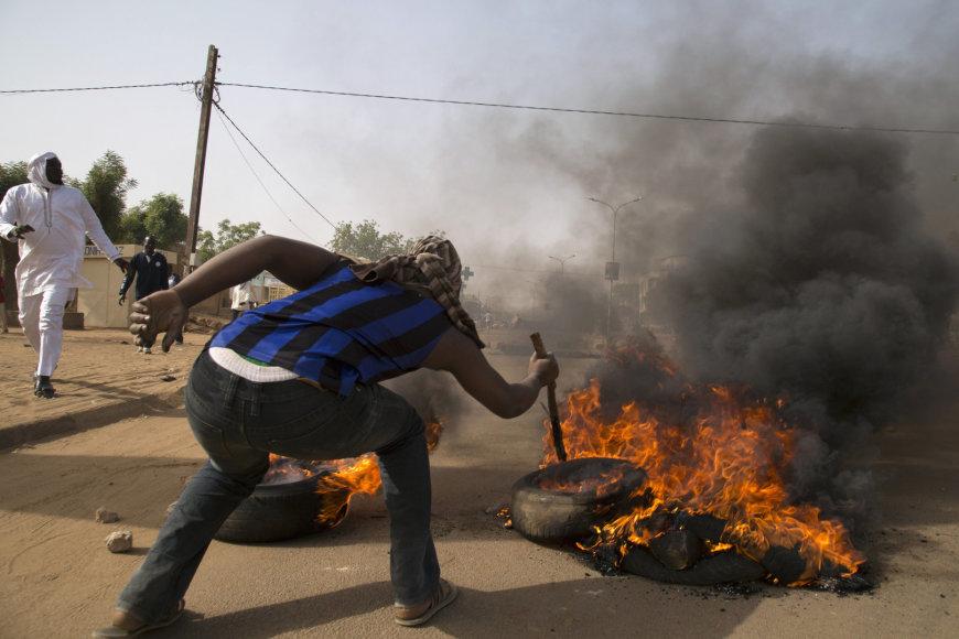 """Nigeryje kilo protestai prieš """"Charlie Hebdo""""."""